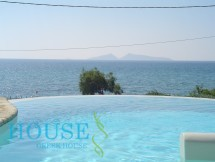 Villa to rent in Petrothalassa